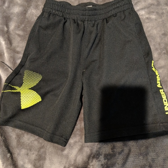 Under Armour Boys Size 5 Shorts Black And Gray Clothing, Shoes & Accessories